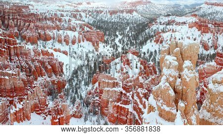 Winter Day: Hoodoos In Bryce Canyon Nationalpark In Winter