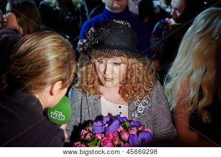 MOSCOW - APR 4: NTV correspondent interviews Alla Pugacheva - Soviet and Russian musical performer  in Gostiny Dvor at 27th season of Volvo Fashion Week, April 4, 2012, Moscow, Russia.