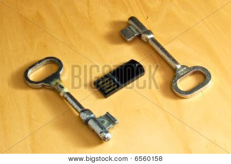 Old Keys And Pendrive