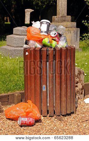 Overfull litter bin, Stratford-upon-Avon.
