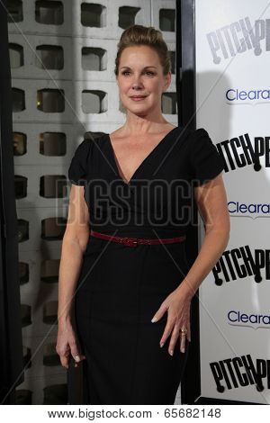 LOS ANGELES - SEP 24:  Elizabeth Perkins arrives at the
