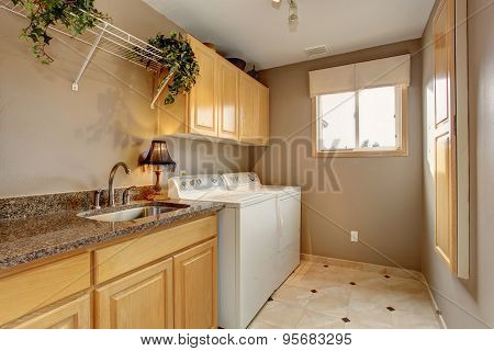 Traditional Laundry Room With Nice Counters And Washer Dryer Combo.
