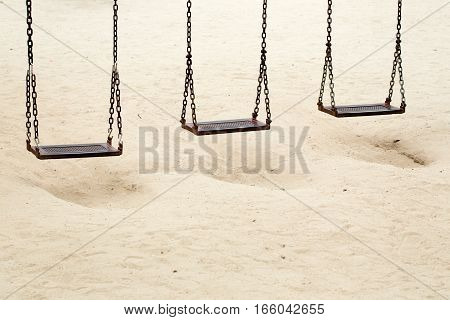 Three swings iron sand from a hole to play.