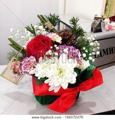 beautiful work florist: a neat little bunch of delicate flowers