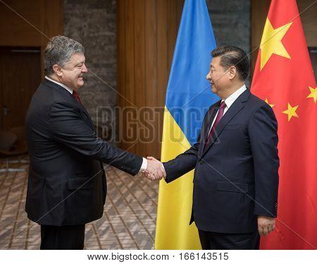 Petro Poroshenko And Xi Jinping