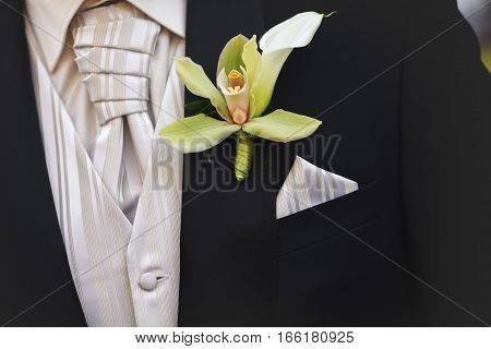 Original boutonniere as a jacket's decor on the groom