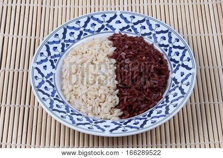 Ready Served Of Brown Rice And Organic Red Jasmine Rice.