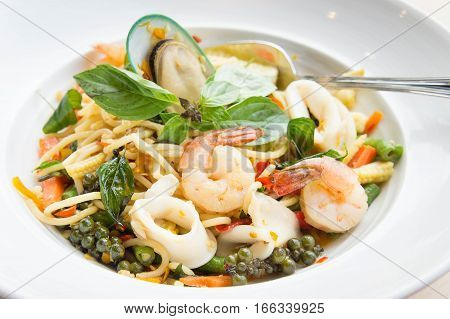 The drunken noodles spaghetti seafood. Tasty food