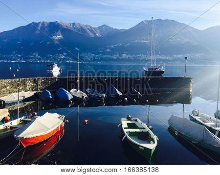 Le barche aspettano di essere portate a spasso