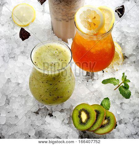 Fresh juices with kiwi fruits on ice