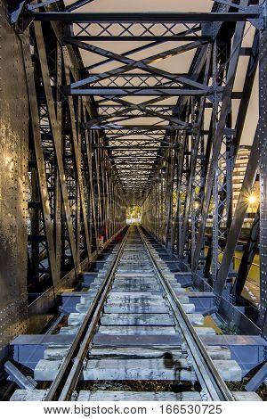 via del tren puente railway train metal bridge wood