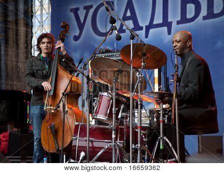 ARKHANGELSKOE - JUNE 7: Ivan Farmakovsky Quintet feat Donald Edwards. 6th International Jazz Festival USADBA.JAZZ , June 7, 2009 in Arkhangelskoe, Russia