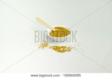polen contiene alto contenido en proteínas, vitaminas y hormonas que favorecen el crecimiento