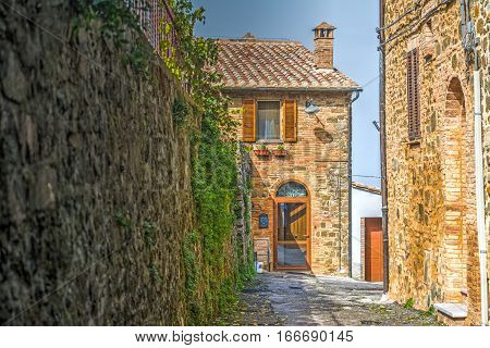 a narrow backstreet in Montalcino in Italy