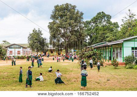 PYIN OO LWIN, MYANMAR - NOVEMBER 28, 2016 : children at school in Myanmar