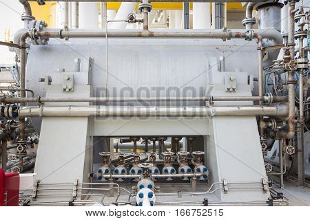Gas turbine compressor bundle for compress gas to high pressure for sent gas to onshore refinery plant