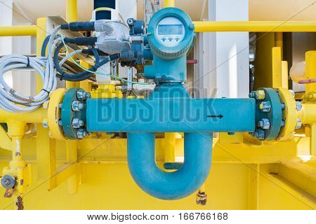 Coriolis flow meter or mass flow meter for measurement of oil and gas fluids in pipe line this common used in oil and gas industry