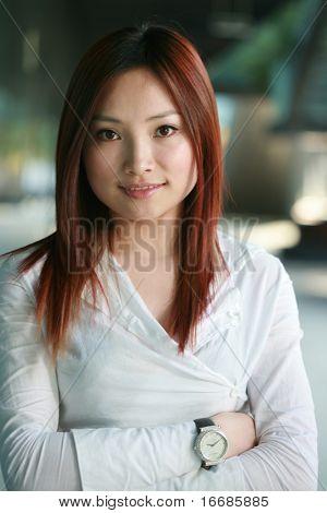 jungen asiatischen Business-Frauen im Büro