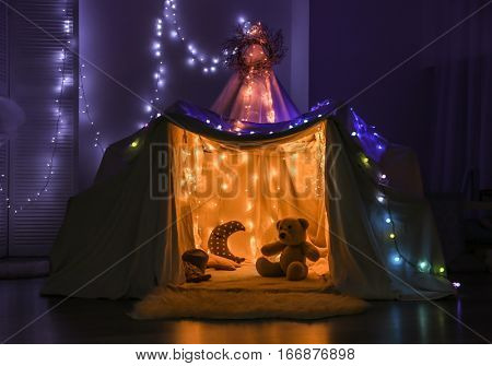 Hovel decorated with garland for children's party at home