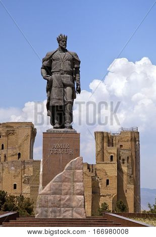 Statue of Timur and ruins of Ak-Saray palace in Shahrisabz, Uzbekistan
