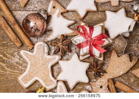 Christmas Homemade Gingerbread Cookies On Wooden Background Christmas Background Christmas Sweet Foo