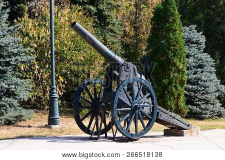 Drobeta Turnu Severin, Romania - 10.08.2018: Monument Of Heroes Landmark Cannon