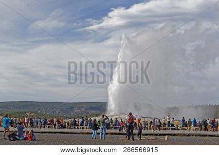 Yellowstone Park, Wyoming, September 22, 2018 : Tourists Observe The Eruption Of Old Faithful Geyser