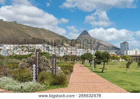 Cape Town, South Africa, August 17, 2018: A Walkway In The Green Point Park In Cape Town In The West