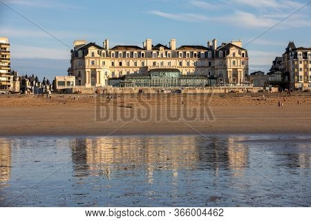 Saint-malo, France - September 16, 2018: The Thermes Marins Spa Is In A Stunning Location On The Bea
