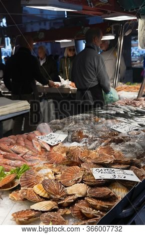 Venice,italy - October 18,2019: An Unidentified People Selling And Buying Fish And Seafood At Rialto