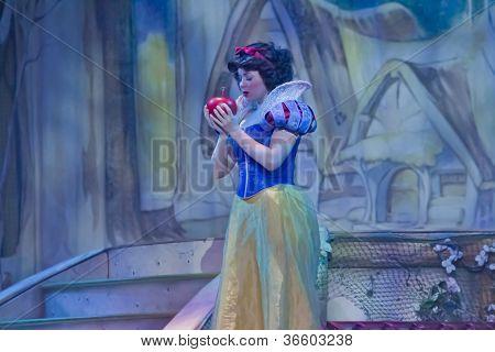 Pretty Snow White Before Biting Apple