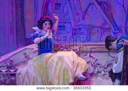Pretty Snow White Awake After Kiss By Prince