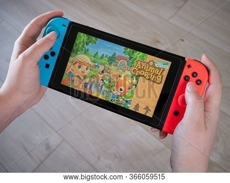 May 2020, Uk: Nintendo Switch Animal Crossing New Horizons Handheld Console