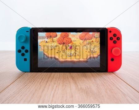 May 2020, Uk: Nintendo Switch Games Console Animal Crossing New Horizons On Wooden Floor White Studi