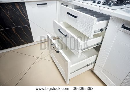 Solution For Placing Kitchen Utensils In Modern Kitchen - Horizontal Sliding Pullout Drawer Shelves