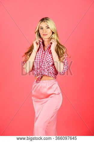 Young And Beautiful. Beauty And Fashion. Sexy Blonde Wear Vintage Clothes. Retro Woman With Makeup.