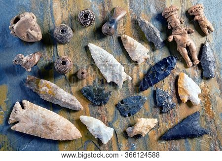 Real American Arrowheads And Old Indian Artifacts.