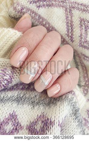 Female Hand Nail Beautiful Manicure Sweater\n Salon