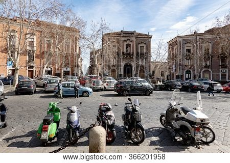 Catania, Sicily - February 12, 2020: Piazza San Nicolo Parking Town Square With A Lot Of Cars And Sc