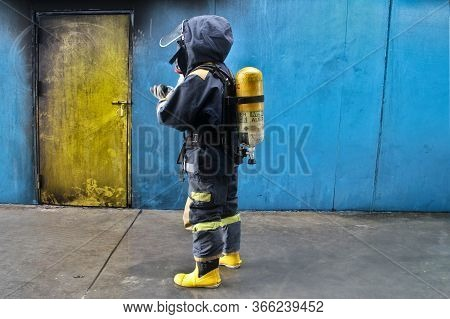 Rayong Province, Thailand ,october 04, 2019 :picture Of Firefighters With Oxygen Tank On Their Backs