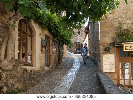 Beynac Et Cazenac, France - September 4, 2018: Typical French Townscape With Ancient Housest And Cob