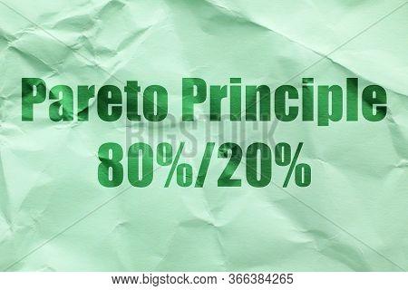 Text Pareto Principle 80%/20% On Green Paper Background