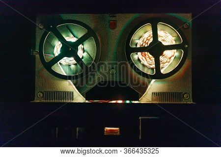 reel to reel audio tape recorder with led light strip