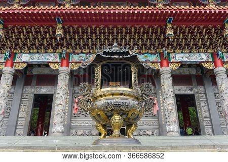 Sun Moon Lake, Taiwan- November 15, 2019: Incense Burner At The Main Entrance Of Wen Wu Temple