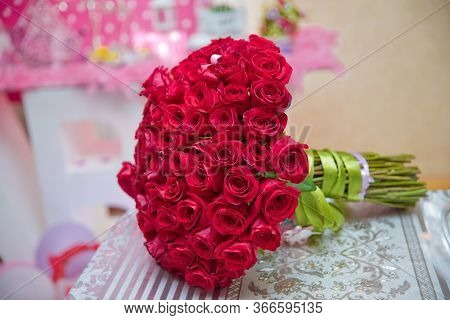 A Bouquet Of Flowers Bouquet Of A Hundred Red Roses . Big Bouquet Of One Hundred Big Red Roses Flowe