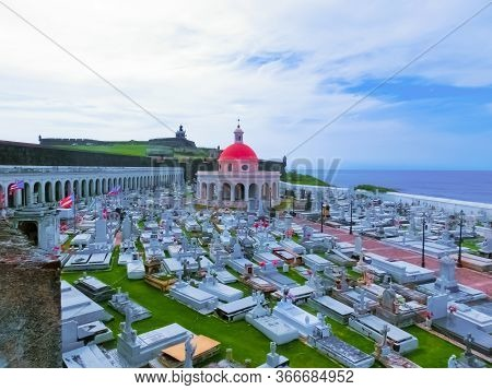 San Juan, Puerto Rico - May 08, 2016: The Old Cemetery At San Juan At Puerto Rico And View Of The Oc