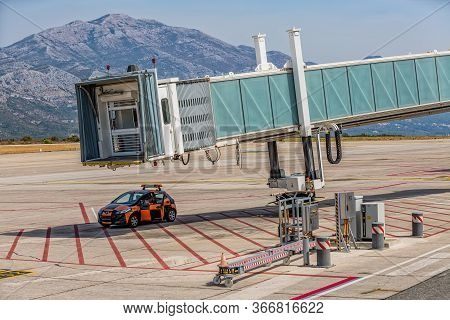 Dubrovnik, Croatia - September 1 2017: The Ground Crew Of Dubrovnik Airport Is Waiting For The Plane