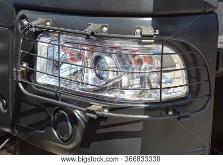 Truck Headlamp, Headlight Protected By A Metal Grill, Steel Wire Mesh Headlight Guard Cover.