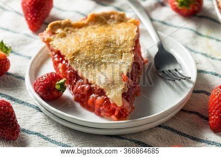 Sweet Homemade Strawberry Rhubarb Pie
