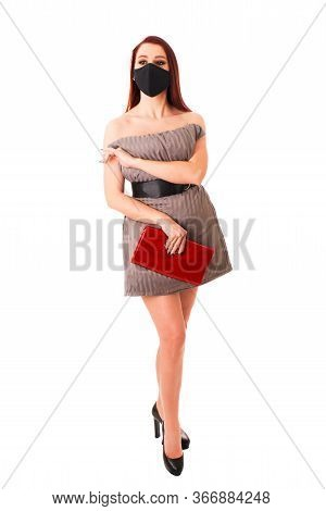 Naked Sexy Ginger Girl In A Protective Mask And With A Red Bag Is Covered With A Beige Pillow On A W